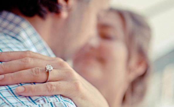 Носим помолвочное кольцо