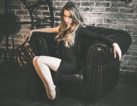 Чёрное платье и туфли