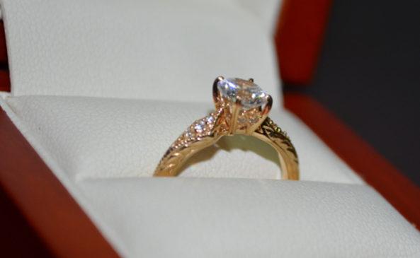 Храним помолвочное кольцо