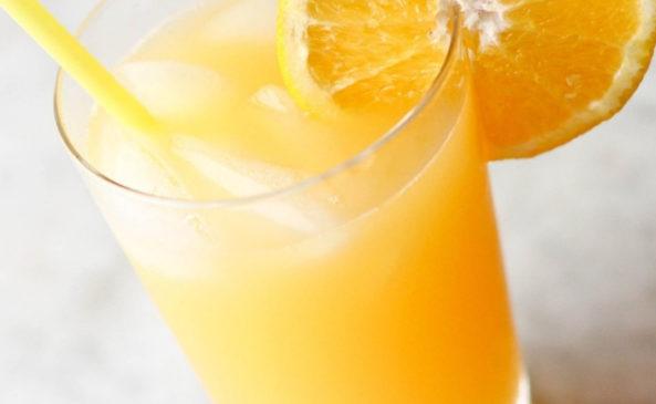 Апельсиновый сок с трубочкой